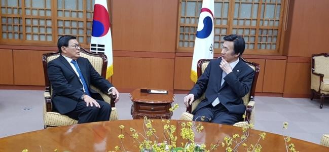 주한인도네시아 대사 윤병세 외교부 장관에게 송별인사